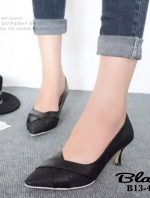 รองเท้าคัทชู หัวแหลม หนังนิ่ม แต่งกากเพชร (สีดำ )