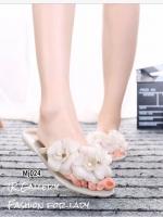 รองเท้าแตะผู้หญิงสีครีม แบบคีบ ยางนิ่ม แต่งดอกไม้ Style Melissa (สีครีม )