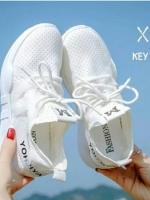 รองเท้าผ้าใบเสริมส้นสีขาว ด้านข้างมี upper ดึงกระชับ (สีขาว )