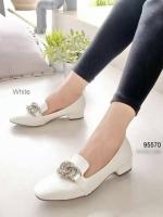 รองเท้าคัทชู หนังแก้ว สไตล์MIUMIU (สีขาว )