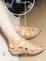 รองเท้าส้นเตารีดรัดส้น แนวญี่ปุ่น (สีแทน )