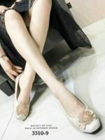รองเท้าคัทชูหัวกลมเสริมส้นสีครีม หน้าอะไหล่ดอกไม้ ร้อยคริสตัล (สีครีม )