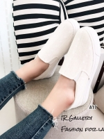 รองเท้าผ้าใบแฟชั่นสีขาว ทรง Slip-on ผ้าถักลาย (สีขาว )