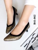 รองเท้าคัทชู หัวแหลม หนังนิ่มติดเกร็ดเลือ่ม ตัดขอบยางยืด (สีทอง )