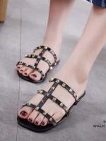 รองเท้าแตะแฟชั่นสีดำ สไตล์แบรนด์ Valentino (สีดำ )