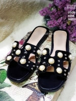รองเท้าแตะแบบสวมสีดำ แต่งมุกเม็ดใหญ่ สไตล์Hermes (สีดำ )