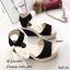 รองเท้าส้นเตารีดรัดส้นสีดำ วัสดุผ้าลายลูกไม้วิ้งๆในตัว (สีดำ ) thumbnail 2
