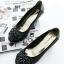 รองเท้าคัทชูส้นเตี้ย หัวกลม หนังเงา ติดโบว์ (สีดำ ) thumbnail 3