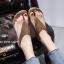 รองเท้าแตะแฟชั่นสีแทน แบบคีบ แต่งอะไหล่คริสตัลวิบวับ (สีแทน )