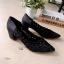รองเท้าคัทชูส้นสูง ลายปีกผีเสื้อ ขอบหยัก (สีดำ ) thumbnail 4