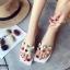 รองเท้าแตะแฟชั่นสีขาว สายคาดพลาสติกใส ไม่บาดเท้า (สีขาว ) thumbnail 4