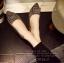 รองเท้าคัทชูหัวแหลม สไตล์Roger-Viewer แต่งหัวเข็มขัดสีเงิน (สีเทา ) thumbnail 3