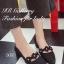 รองเท้าคัทชู หัวแหลม หนังกลับ คาดดอกไม้ (สีดำ )