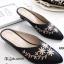 รองเท้าส้นเตี้ย หัวแหลม เปิดส้น ปักลายดอกไม้ (สีดำ ) thumbnail 1