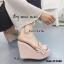 รองเท้าส้นเตารีดเปิดส้นสีชมพู แต่งหนังแบบเย็บดีเทลระบายๆน่ารัก (สีชมพู )