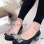 รองเท้าคัทชู ส้นเตี้ย หัวกลม แต่งโบว์ (สีเทา ) thumbnail 1
