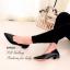 รองเท้าคัทชู ส้นเตี้ย หัวแหลม ขอบหยัก (สีดำ ) thumbnail 4