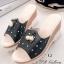รองเท้าส้นเตารีด แบบสวม แต่งไขมุก ทูโทน (สีดำ )
