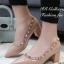 รองเท้าคัทชูหัวแหลม ขอบหมุด สไตล์VAlentino (สีชมพู )