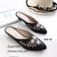รองเท้าส้นเตี้ย หัวแหลม เปิดส้น ปักลายดอกไม้ (สีดำ ) thumbnail 2