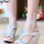 รองเท้าส้นเตารีด เปิดส้น แบบสวม ทรงเว้าข้าง (สีครีม )