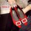 รองเท้าคัทชูหัวแหลม สไตล์Roger-Viewer แต่งหัวเข็มขัดสีเงิน (สีแดง ) thumbnail 4