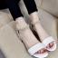 รองเท้าส้นเตี้ยรัดข้อสีขาว มีสายมุกรัดข้อปรับระดับ (สีขาว ) thumbnail 2