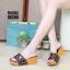 รองเท้าส้นเตารีดเปิดส้นสีน้ำตาล สไตล์ LV (สีน้ำตาล ) thumbnail 2