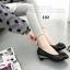 รองเท้าคัทชูส้นเตี้ย หัวกลม หนังเงา ติดโบว์ (สีดำ ) thumbnail 2