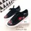 รองเท้าผ้าใบ แบบเชือก ปักลายดอกไม้ ซับในนุ่มใส่สบายเท้า (สีดำ ) thumbnail 3