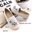 รองเท้าผ้าใบ แบบสวม ผ้ากระสอบนิ่ม แต่งอะไหล่เพชรลายดอกไม้ (สีครีม ) thumbnail 2