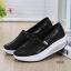 รองเท้าผ้าใบเสริมส้นสีดำ ผ้าทอติดลายกลิตเตอร์วิ้งๆ (สีดำ ) thumbnail 1
