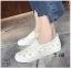 รองเท้าผ้าใบแฟชั่นสีขาว หนังพียูเจาะลายฉลุ ไม่มีเชือก (สีขาว ) thumbnail 4