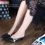รองเท้าส้นเตี้ย หัวแหลม เปิดส้น สายคาดสีทอง (สีดำ ) thumbnail 2