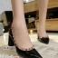 รองเท้าคัทชูหัวแหลม ขอบหมุด สไตล์VAlentino (สีดำ ) thumbnail 1