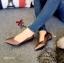 รองเท้าคัทชูหัวแหลม ส้นเตี้ย ขอบหยัก หน้าV (สีน้ำตาล ) thumbnail 2