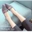 รองเท้าคัทชู หัวแหลม หนังกลับ คาดดอกไม้ (สีเทา ) thumbnail 4