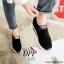รองเท้าผ้าใบเสริมส้นสีดำ ทรงสวม แบบไม่ต้องผูกเชือก (สีดำ ) thumbnail 5