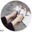 รองเท้าแตะผู้หญิงสีขาวแบบสวม แต่งหนังระบายมุ้งมิ้ง (สีขาว ) thumbnail 4