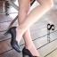 รองเท้าคัทชู ส้นสูง ขอบหยัก หนังนิ่ม หน้าวี (สีดำ ) thumbnail 1