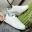รองเท้าผ้าใบแฟชั่นสีขาว แบบสวม หน้ายางไขว้ ผ้าแคนวาส (สีขาว ) thumbnail 1