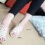 รองเท้าส้นเตารีดรัดส้น หนังสาน (สีครีม ) thumbnail 3