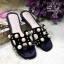 รองเท้าแตะแบบสวมสีดำ แต่งมุกเม็ดใหญ่ สไตล์Hermes (สีดำ ) thumbnail 4