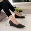 รองเท้าคัทชูส้นเตารีด หัวแหลม หนังกริสเตอร์ แมชได้ทุกชุด (สีดำ ) thumbnail 3