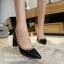 รองเท้าคัทชูหัวแหลม ขอบหมุด สไตล์VAlentino (สีดำ ) thumbnail 3
