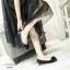 รองเท้าคัทชูหัวกลมเสริมส้นสีดำ หน้าอะไหล่ดอกไม้ ร้อยคริสตัล (สีดำ )