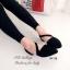 รองเท้าส้นเตี้ย รัดส้น หัวแหลม สายคาดเฉียง (สีดำ ) thumbnail 2