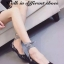 รองเท้าคัทชูส้นแบน สไตล์MiuMiu หนังแก้วนิ่ม แต่งผ้าพันขา (สีดำ ) thumbnail 1
