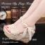 รองเท้าส้นเตารีดรัดส้นสีครีม วัสดุผ้าลายลูกไม้วิ้งๆในตัว (สีครีม ) thumbnail 3
