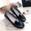 รองเท้าคัทชู ส้นเตี้ย หนังนิ่ม หน้าวี (สีดำ ) thumbnail 2
